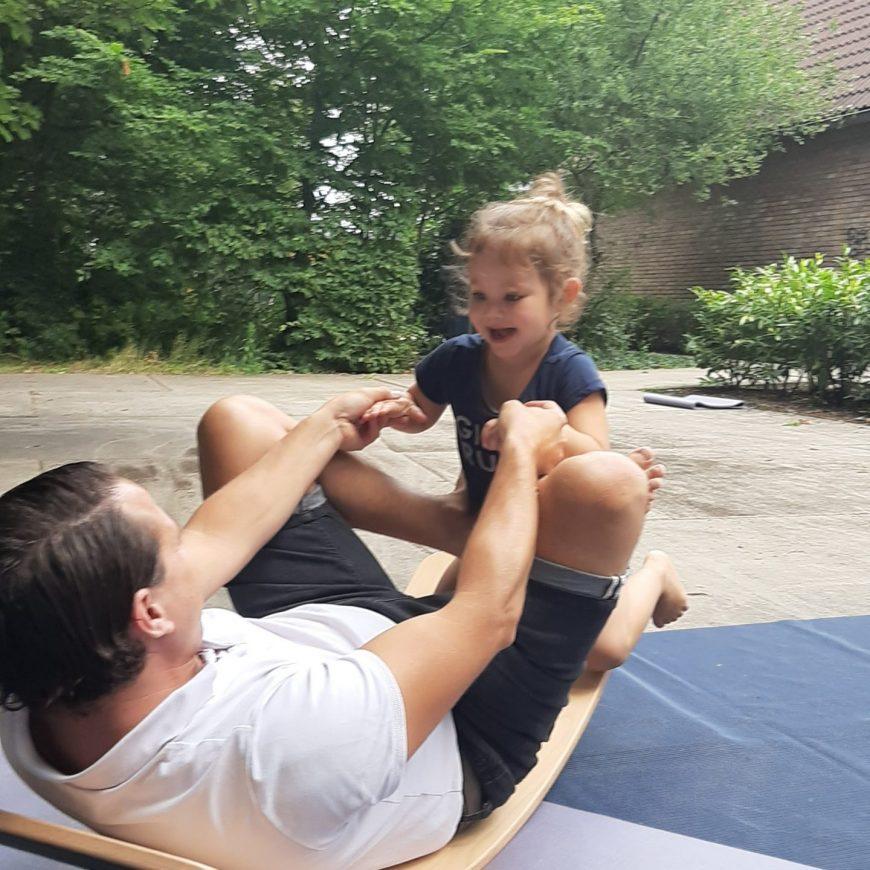 Ouder peuterlessen wobbelyoga/ aerial en massage